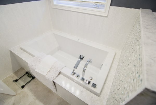 bath tub surround installation toronto