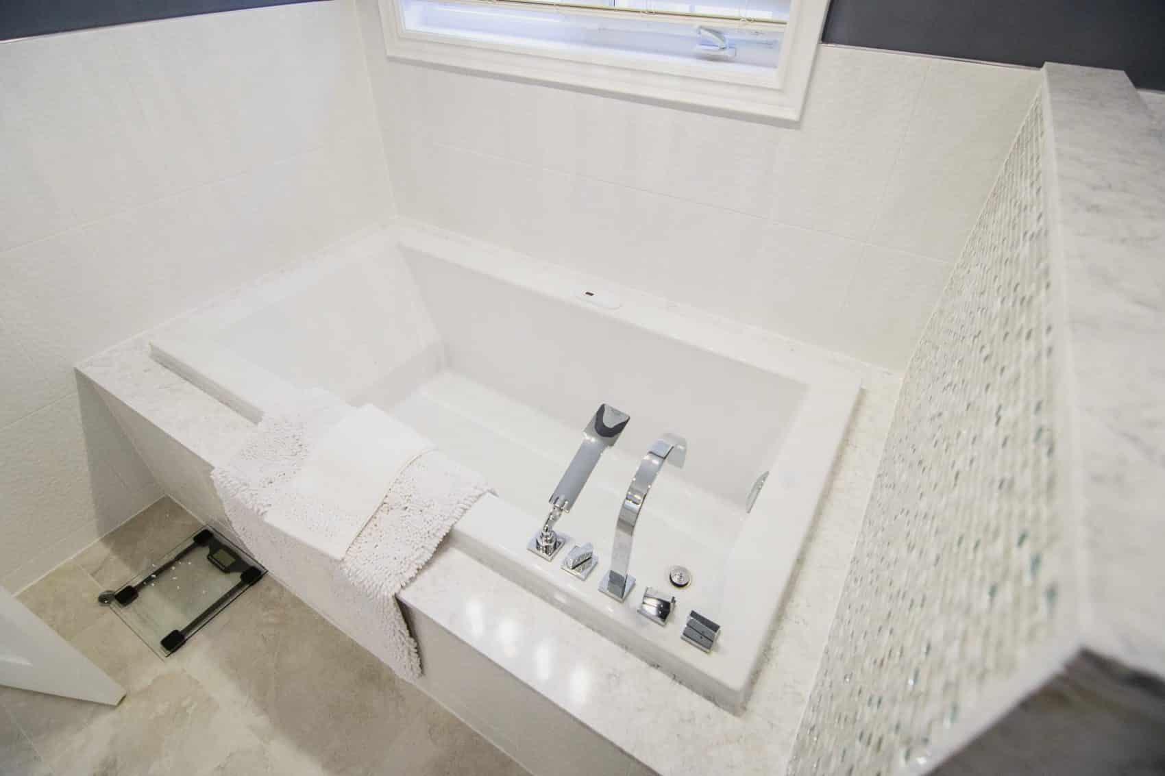 bath tub surround installation toronto